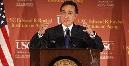 Herny Cisneros speaks at USC