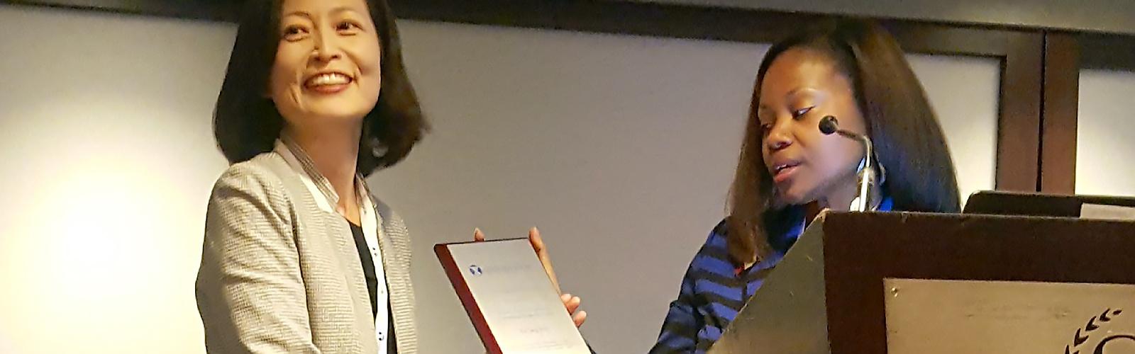 Yuri Jang receiving her GSA award